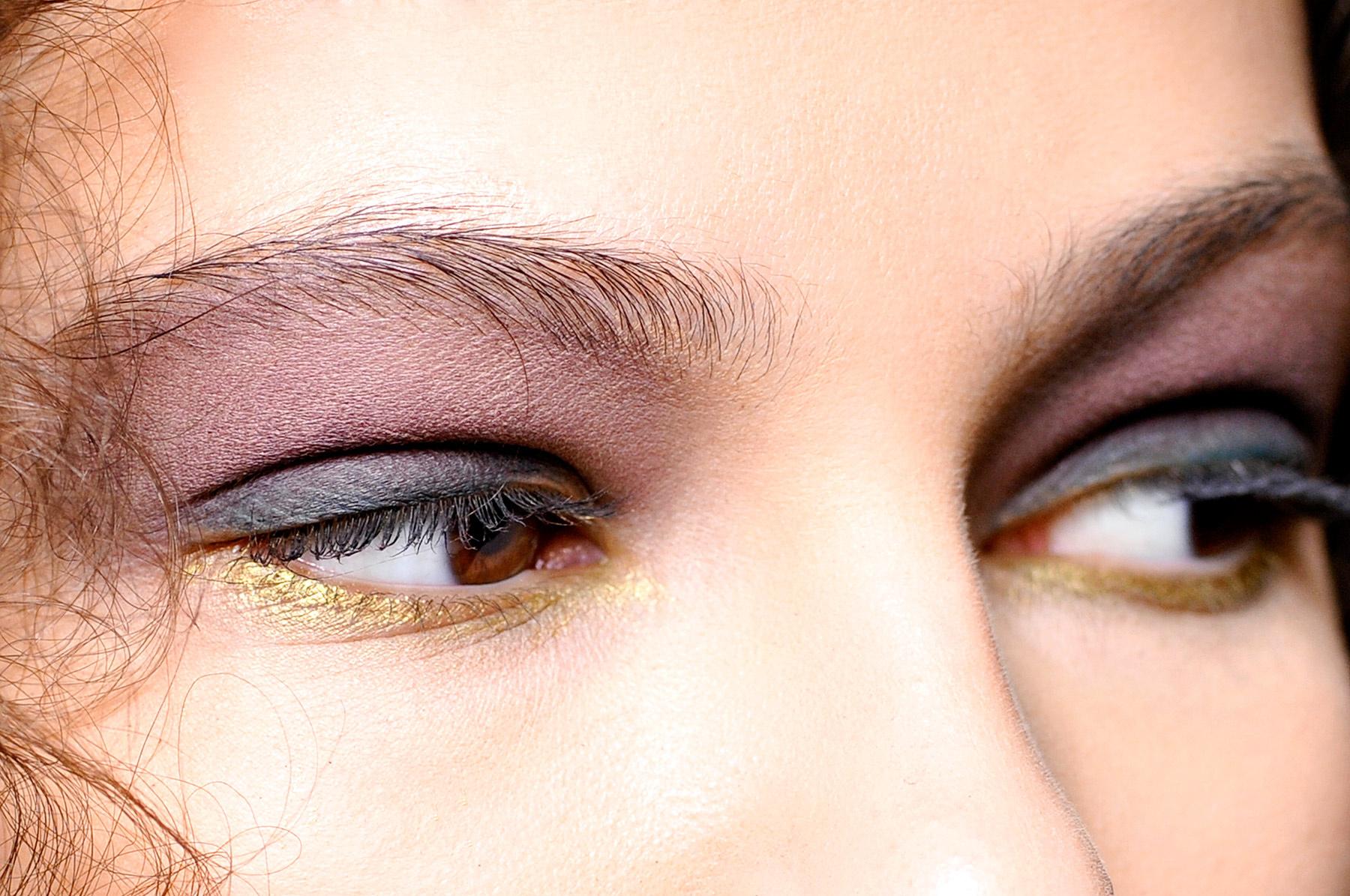 8 formas de llevar la tendencia de maquillaje en dorado Instituto