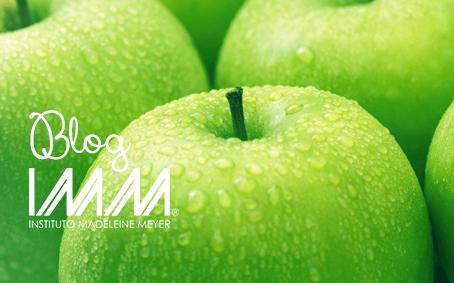 El truco de la manzana verde para tener el cabello brillante